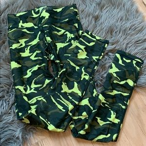 HPE activewear camo full-length workout tights